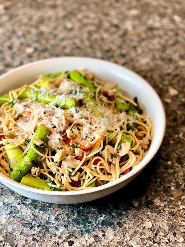 सफेद चटनी के साथ स्वस्थ पास्ता |  सफेद क्लैम सॉस के साथ पास्ता के लिए एक आसान, स्वस्थ विकल्प!  डेयरी, लस मुक्त और आप एक क्लासिक डिश में प्यार सभी स्वाद है।