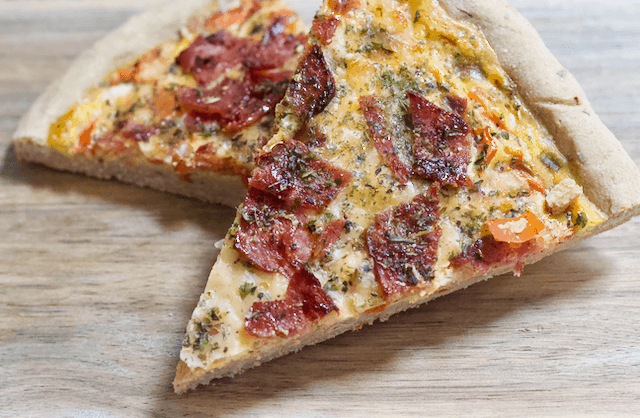 Eggs & Bacon Oat Crust Breakfast Pizza | The ultimate homemade breakfast pizza! A whole grain crust topped with eggs, bacon, cheese, and veggies for a delicious morning meal that will get you excited to wake up. Gluten-free and low-fat!