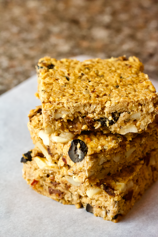 Vegan Pizza Snack Bars | A savory snack bar made from a blend of oats, flax, spices, and herbs! These hearty bars are perfect for breakfast, snacks, or to satisfy your pizza cravings. They are vegan, gluten-free, and sugar-free as well.