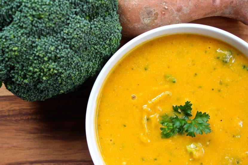 HCLF Vegan Cheddar Broccoli Soup | Healthy Helper @Healthy_Helper