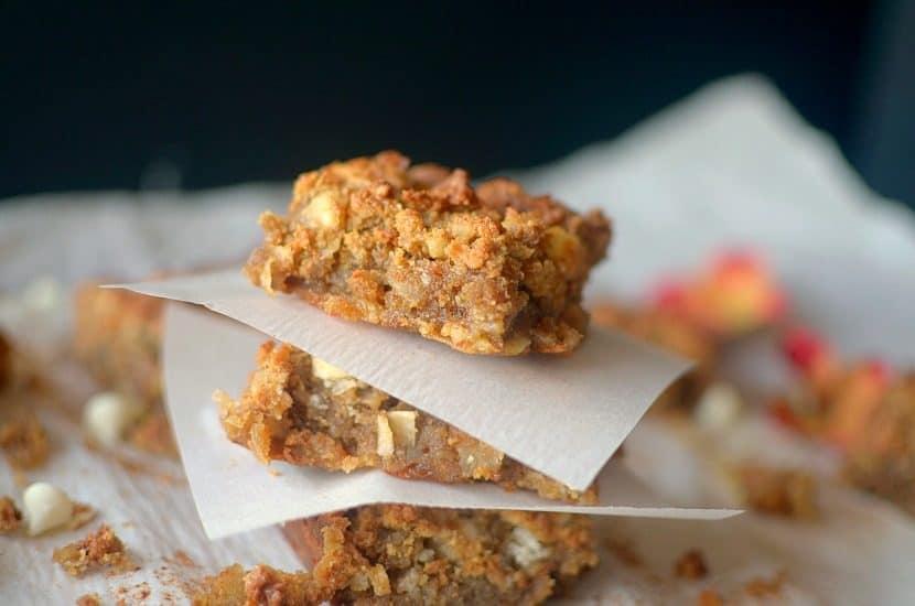 Gooey Flourless Cinnamon Toffee Blondies | Healthy Helper @Healthy_Helper