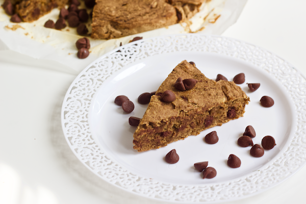 Vegan Gluten-Free Chocolate Chip Coffee Cake | Rich chocolate and cinnamon flavor in the softest, most moist coffee cake you'll ever have! Vegan, gluten-free, and sweetened with caramel-like dates. Perfect for pairing with your morning cuppa joe or tea!
