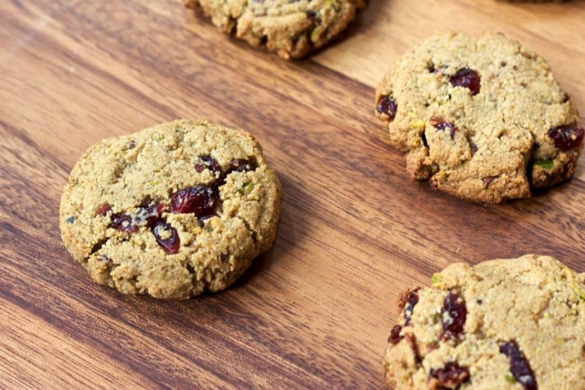 25 Healthy Holiday Cookies | Healthy Helper @Healthy_Helper A roundup of the most delicious (and most NUTRITIOUS) cookies for the holiday season! Everything from classics to new fun favorites...you'll find a cookie recipe that your family will love this season!