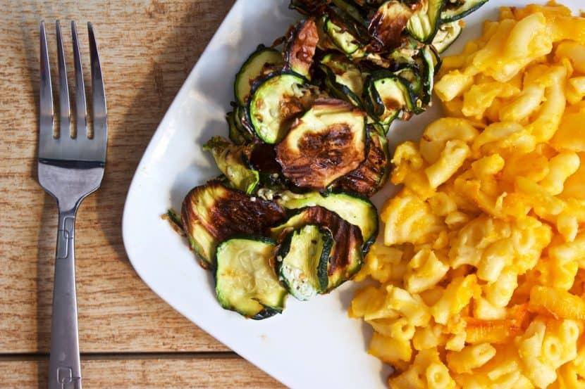 3 Ingredient Everything Bagel Zucchini Chips [gluten-free + paleo] | Healthy Helper @Healthy_Helper