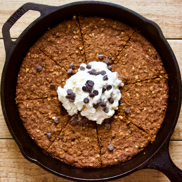 Vegan Peanut Butter Chocolate Chip Skillet Cookie Sundae | Warm peanut butter chocolate chip skillet cookie combines with cold, creamy vegan gelato for the ultimate clean treat! Gluten-free, naturally sweetened, and sure to satisfy all your dessert cravings.