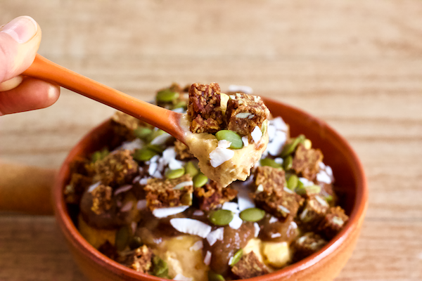 Vegan Salted Caramel Pumpkin Sundae | Pumpkin and caramel flavors combine to make the perfect seasonal sundae! Made with vegan gelato and homemade date caramel sauce, this frozen treat is filled with the flavors of fall. Vegan, gluten-free, and no added sugar.